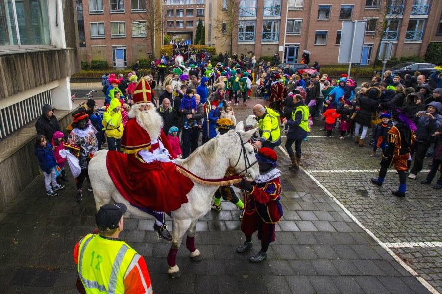 Politie paraat: daar komt Sinterklaas